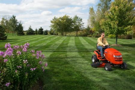 Tracteur tondeuse simplicity motocultur 39 services for Forfait tonte pelouse